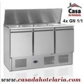 """""""Saladette"""" Refrigerada e Ventilada de 380 Litros para 4x GN 1/1 com Tampa, Dimensões de 1365x700x850/1180 mm (LxPxA) (transporte incluído) - Refª 100224"""